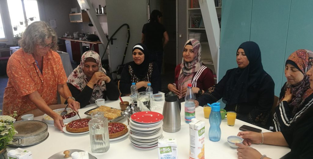 Al Walajeh trifft Klimawerkstatt Werder -gemütlich bei Kaffee, Tee und Kuchen