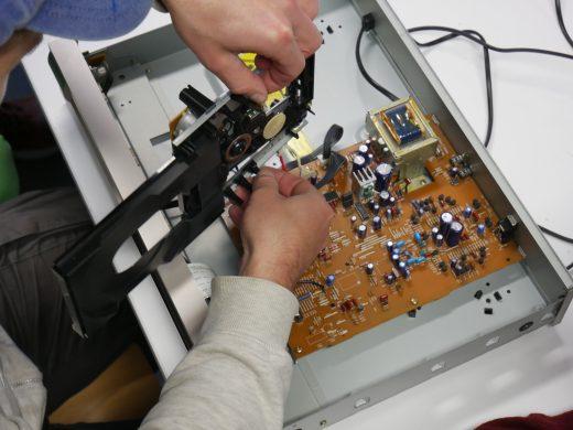 Elektrowerkstatt beim Reparatur-Treff in der Klimawerkstatt Werder