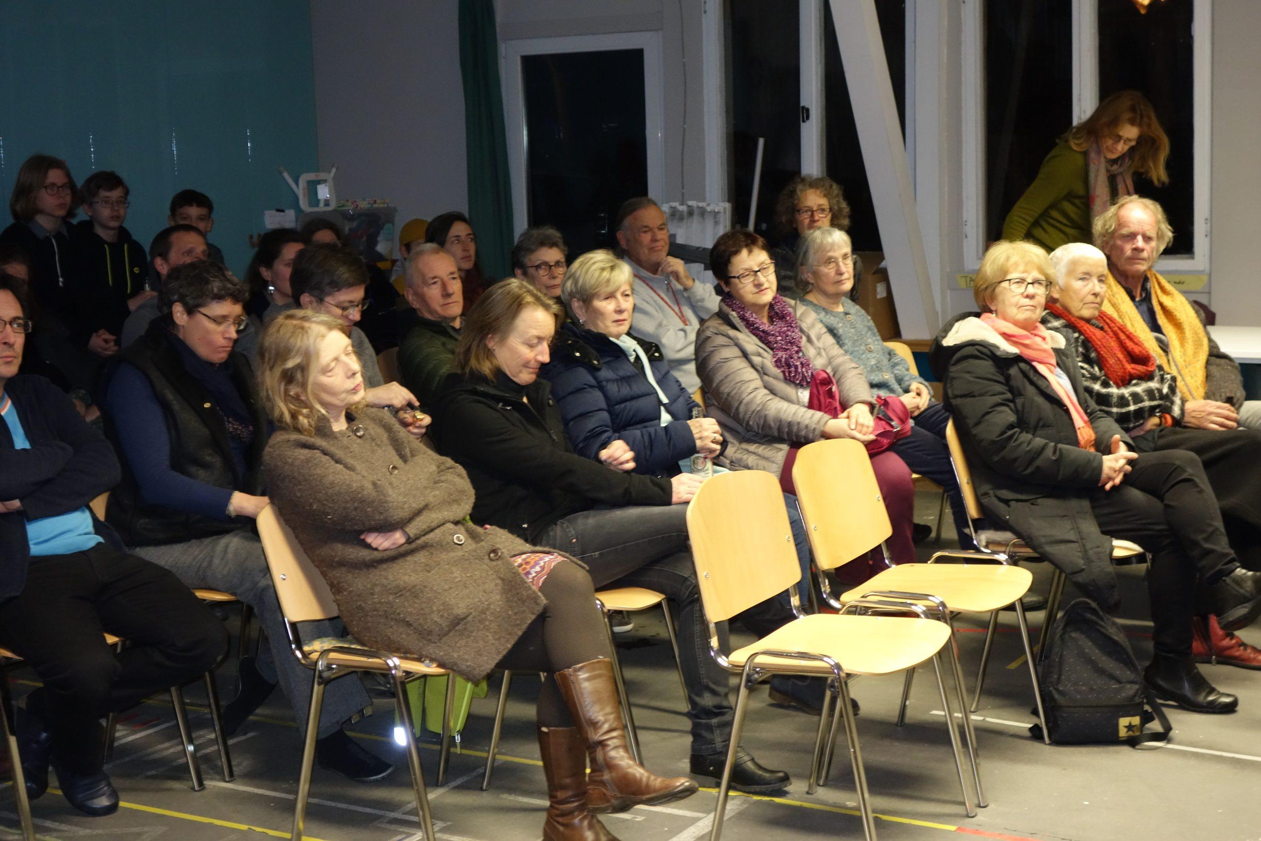 """Auf dem Foto ist das Publikums des Filmabends zum Film """"Styx"""" in der Klimawerkstatt Werder zu sehen."""
